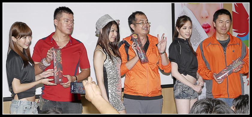 [2012XF網聚]集結英豪~正妹湧現(多圖)~傑瑞跟著網友暴動了!!! - XFastest - xf-172.jpg