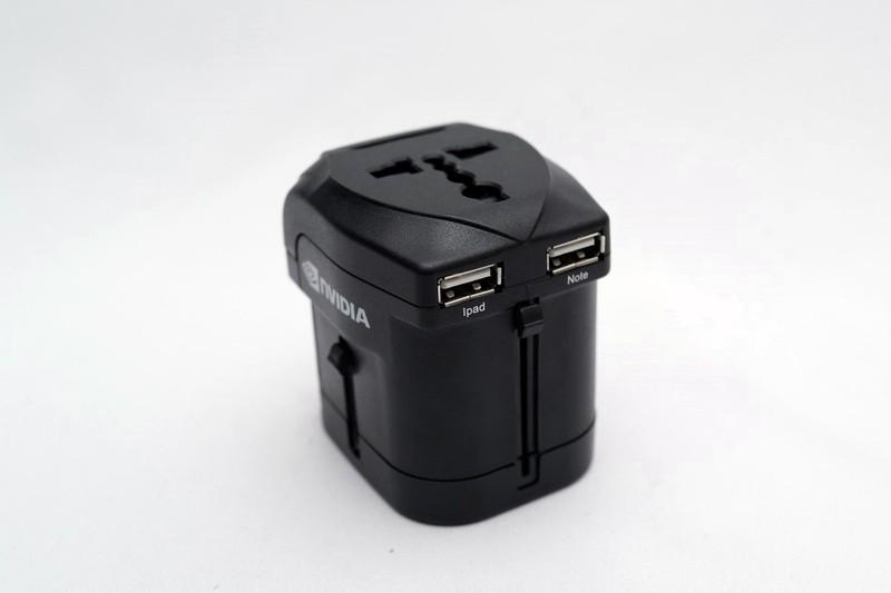 出國好幫手 方便實用USB萬國充電器