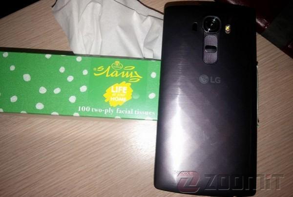 LG G4真機諜照曝光:或雙卡雙待