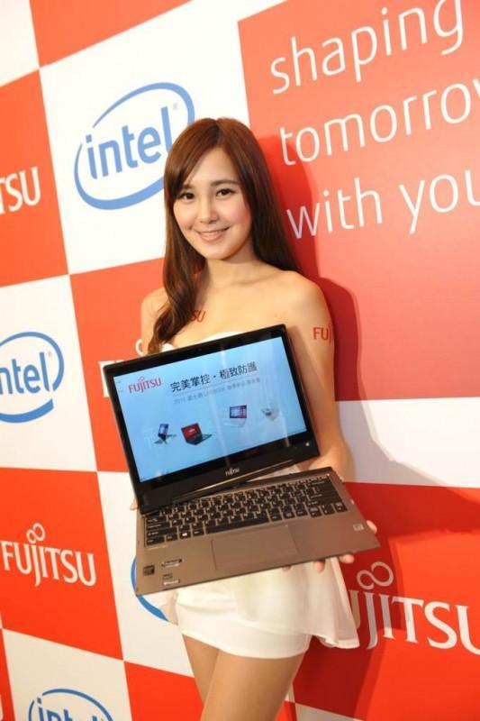 鎖定高階商務族群 富士通首創掌紋辨識筆電機種
