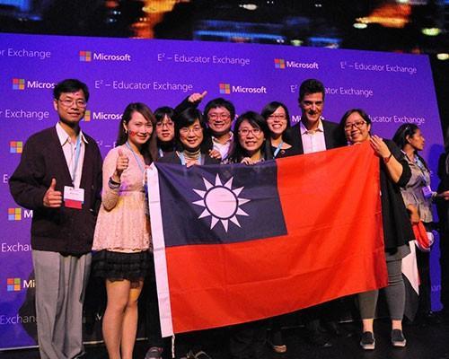 2015全球微軟創意教師競賽,新北市明德高中涂佩瑜老師奪冠
