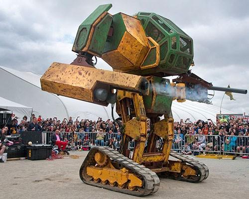 為了和日本格鬥戰,美國的巨型機器人只能向群募求援