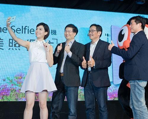 華碩推ZenFone Selfie神拍機  1300萬畫素雙鏡頭 完美照得住