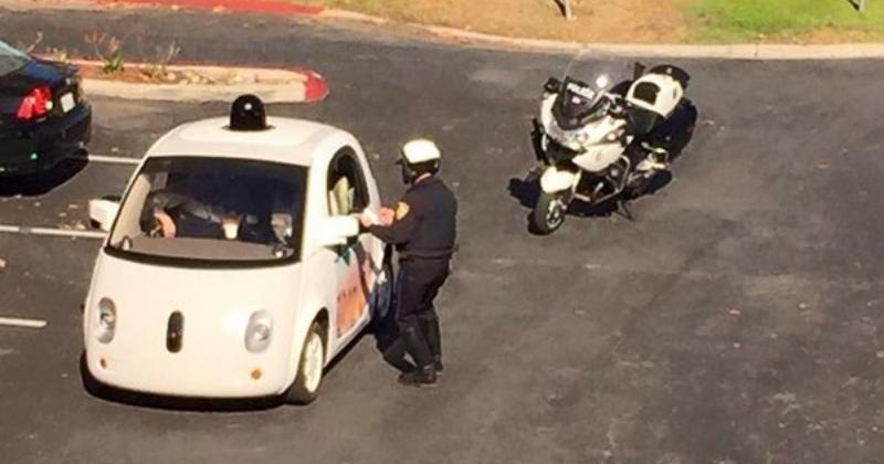 Google無人駕駛汽車因為開太慢被美國警察攔下
