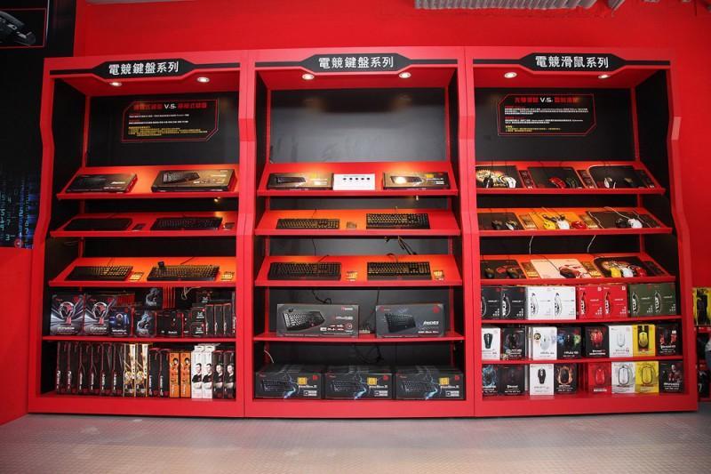 《曜越Tt eSPORTS電競專賣店-SOGO門市》 進駐台北及高雄SOGO一級百貨商圈打造電競殿堂