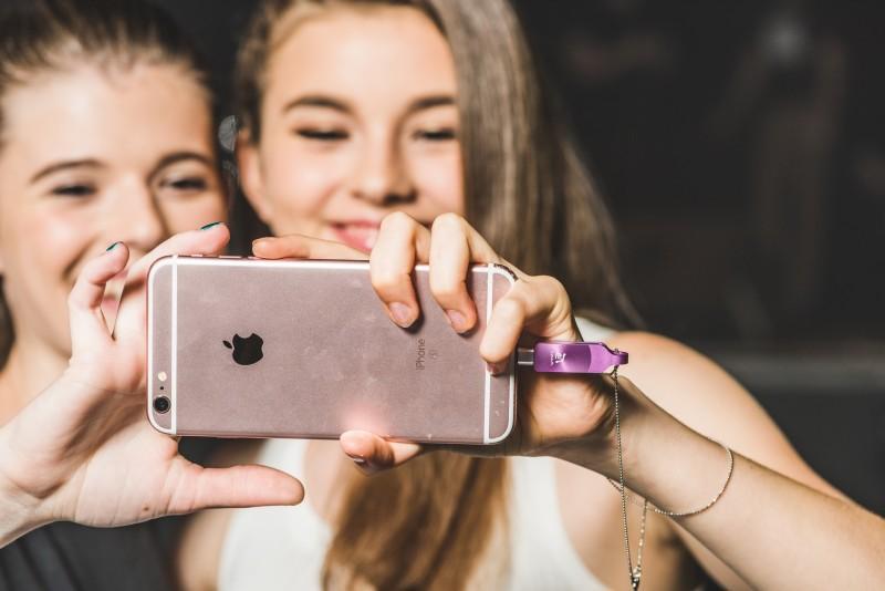 搶抓果粉目光 亞果全新iKlips DUO+行動碟與iPhone7同色登場