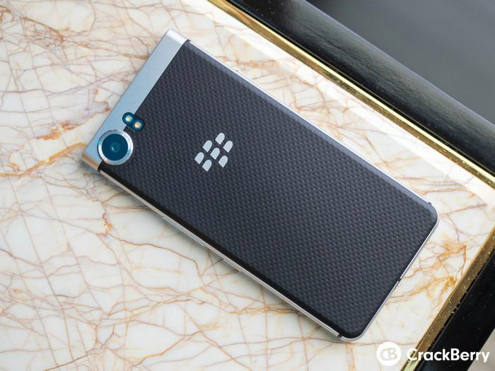 TCL亮相Blackberry全鍵盤新機Mercury,但正式發布還早著呢 - XFastest - blackberry-mercury-pre-production-1.jpg