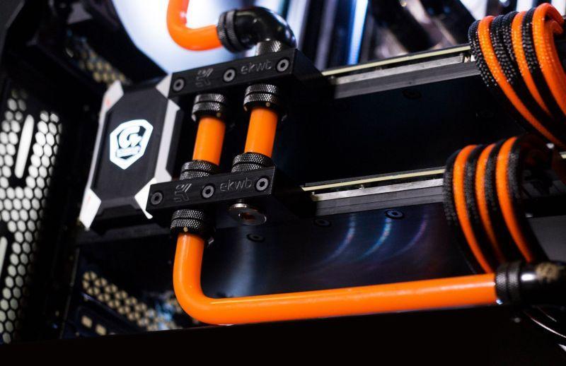 Corsair 570X Orange - Black