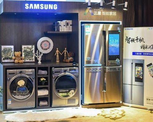 三星地表最強智能冰箱,搭配21.5吋螢幕/在廚房也不無聊