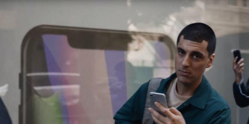 Samsung 在新的廣告中瘋狂DISS Apple?