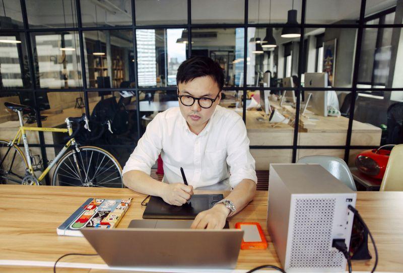劉耕名習慣替公司旗下每個設計專案配置獨立硬碟,以便存取拍攝後的大量珍貴素材.jpg.jpg