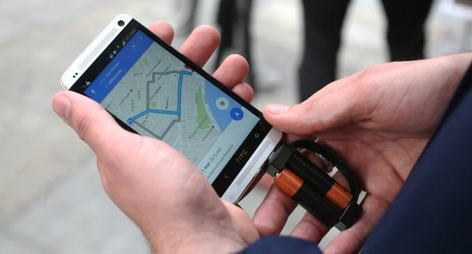 最小手機充電器 可用AA電池給手機充電