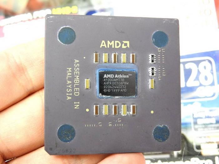 經典的雷鳥核心Athlon 1GHz處理器見過嗎?