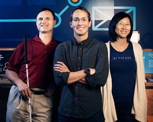 並非只有微軟關注視覺障礙群體,Facebook 也放出了新功能