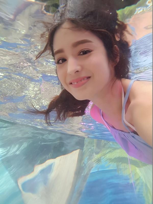 韓劇《太後》經典橋段信義區重現 氣質女神莫允雯 挑戰水中唯美自拍