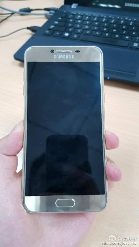 Galaxy C5 諜照曝光,正面像三星,背面像HTC M9?