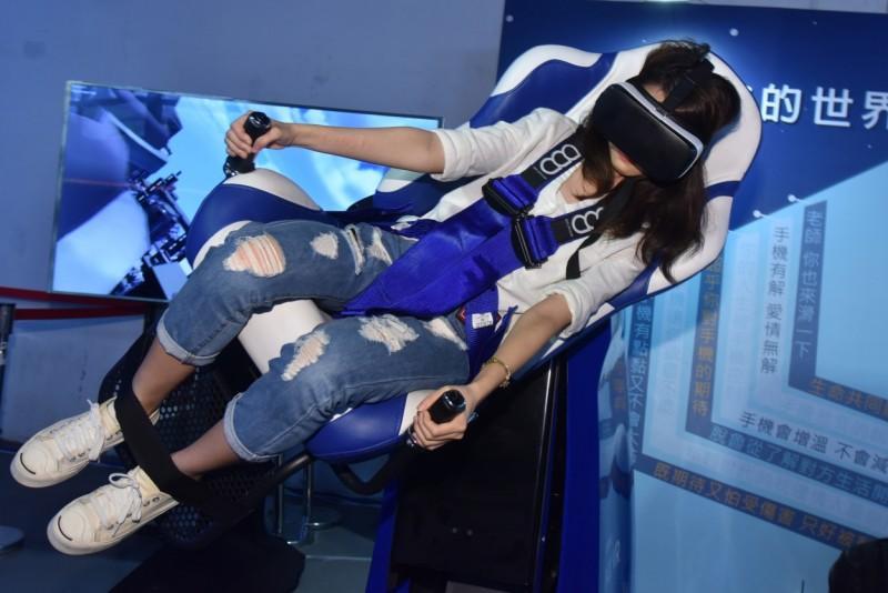三星Gear VR全新體驗 亞洲唯一4D體感椅首度登台