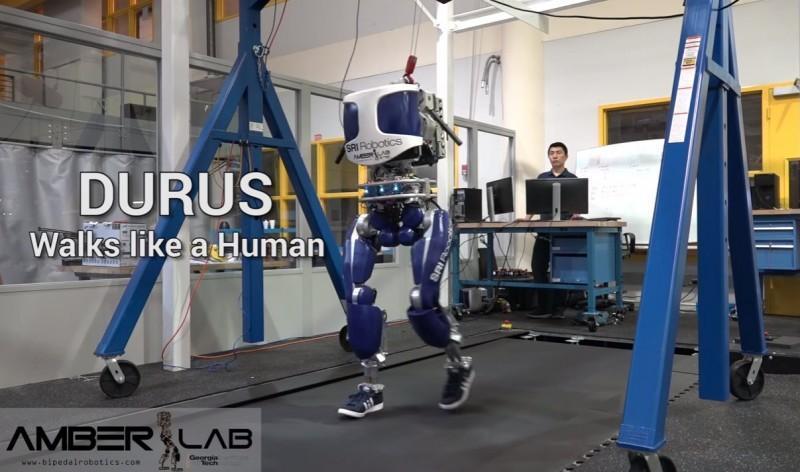真·魔鬼的步伐:喬治亞理工研究人員發明出模仿人類步態的機器人