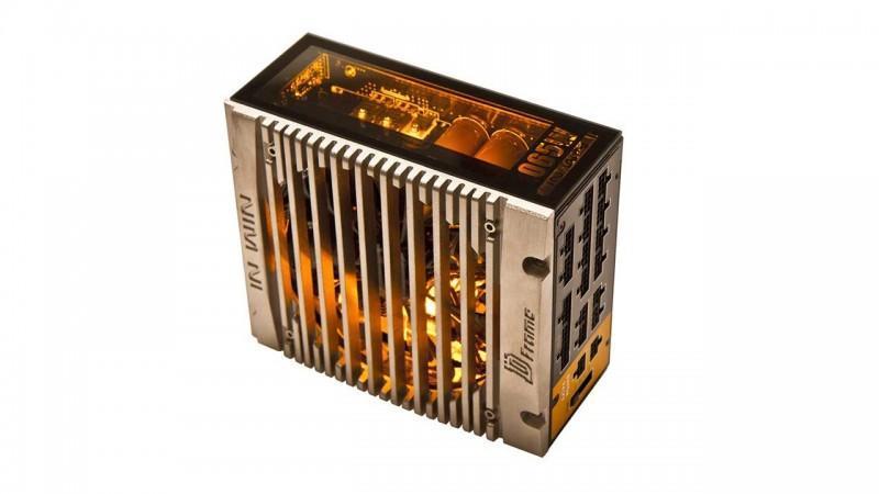 In Win推出 Signature SIII-1065W電源供應器,透明強化玻璃搭配燈光設計