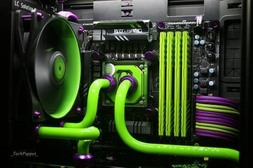 H440機殼噴刷紫綠配色搭EK水冷