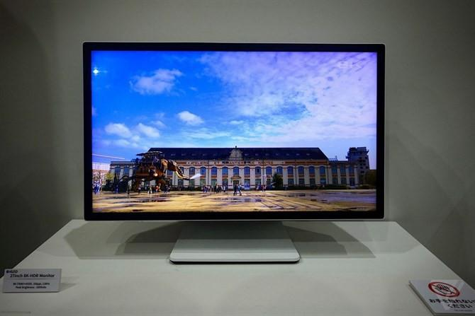 SHARP夏普展出8K解析度27吋IGZO螢幕