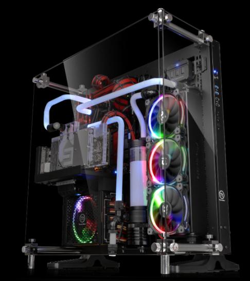曜越全新Core P5壁掛式ATX強化玻璃機殼 Tt LCS Certified水冷認證 全景視野‧強悍登場