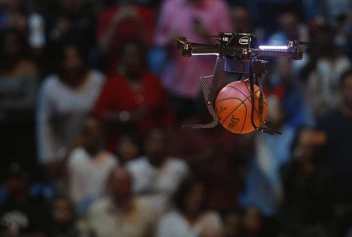 Intel無人機現身NBA灌籃大賽