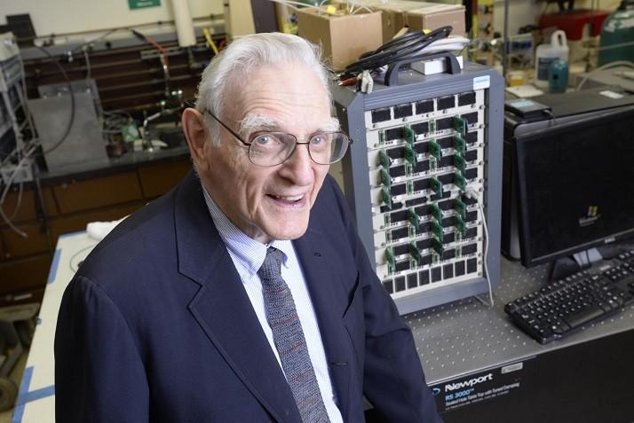 鋰離子電池之父出手!玻璃質固態電池容量密度暴增三倍!