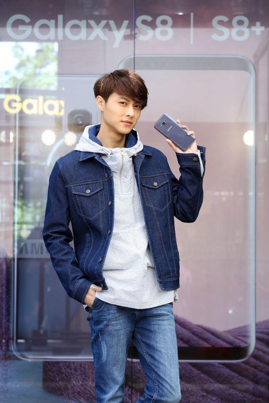 Galaxy S8 I S8+ 無邊際魅力橫掃信義區 超夯限量排隊禮星粉瘋搶