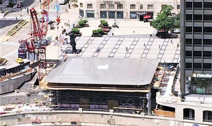 巨大MacBook現身芝加哥 全新Apple Store興建中