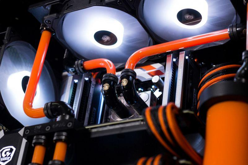 Corsair 570X Orange - Black