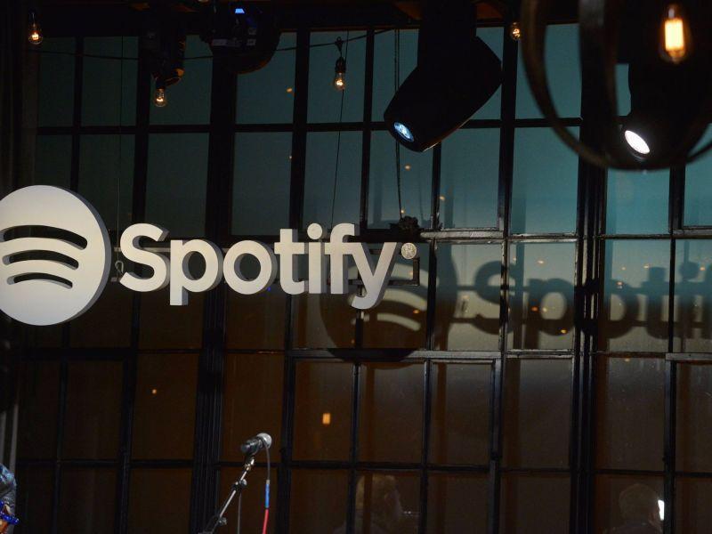 "Spotify被曝製作""虛假藝人""偷流量,音樂平台方和版權方的對決終難倖免?"
