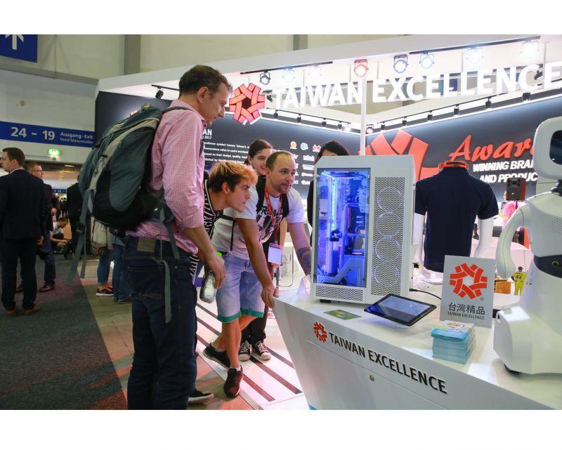 曜越參加2017 IFA柏林消費電子大展 於全球最具規模的電子展覽會大展電競實力