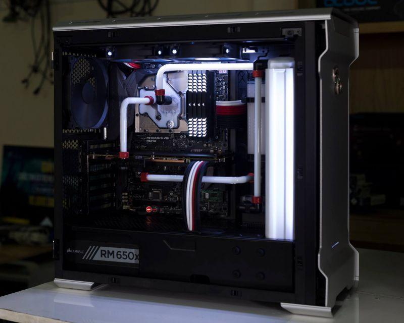 以低調風格改裝的水冷電腦