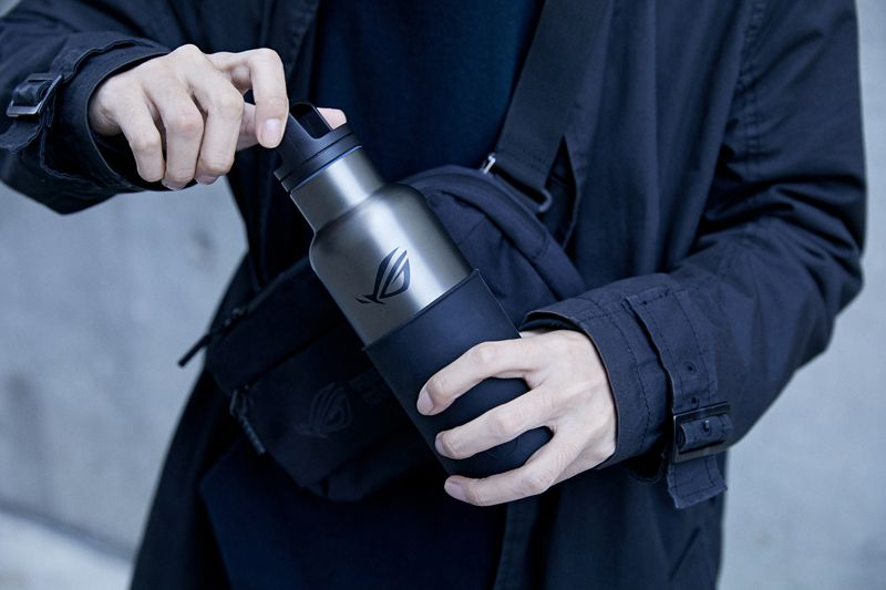 全新ROG x HYDY不鏽鋼保溫水瓶真空保溫效果最高可達12小時、保冷24小時,讓玩家們可隨.jpg