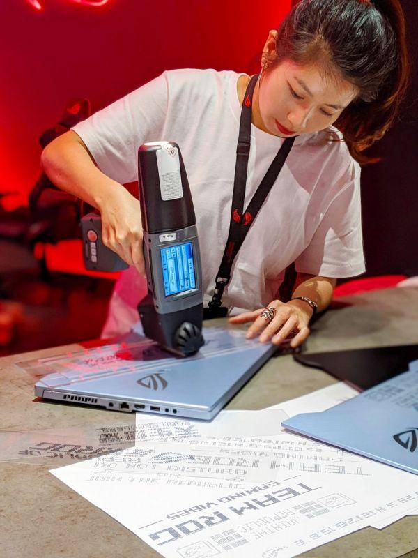 獨步全球的訂製噴印服務於即日展開,不僅為玩家加添潮味十足的電競風格,更是展現獨特.jpg